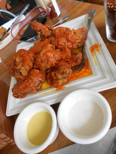 G' Allas de Pollo Buffalo Wings/Granny's Burger Pollo Buffalo, Tandoori Chicken, Dining, Ethnic Recipes, Food, Essen, Meals, Yemek, Eten