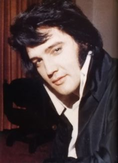 Elvis Presley. Such a beautiful face!!