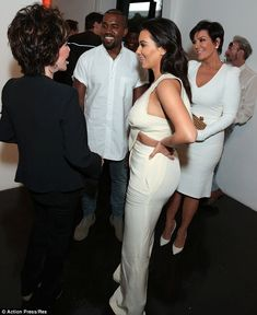 The guest of honour: The couple spent time with aritst Carole Bayer Sager, as well as Kris Jenner who chose a chic white dress, very smart.
