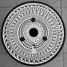Dessin Tatouage Symbol Rond ou Soleil aux Lignes Bandes et Files de Symboles et Motifs Maori Polynesien Design Tattoo by Niku