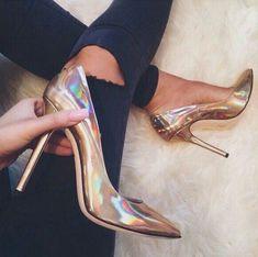 . . . . . #shoelayout #love #instagood #shoeporn #instashoes #shoe #flatshoes #photooftheday #beautiful #happy #cute #fashion #picoftheday #instadaily #ootd #instafashion #fashionblogger #fashionista #streetstyle #stylish #instastyle #shoeblogger #fashiondiaries #highheels #heels