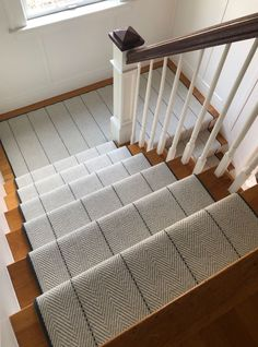 Stair runner comes in various types and styles. From stair runner carpet to stair runner DIY. Check out our stair runner ideas here Rustic Stairs, Modern Stairs, Wood Stairs, House Stairs, Painted Stairs, Carpet Staircase, Staircase Runner, Hall Carpet, Carpet For Stairs