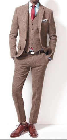 Ludlow suit jacket with double vent in English tweed - J.Crew - The tweed suit that you will rock every-which-way. Suit Fashion, Look Fashion, Mens Fashion, Fashion Styles, Gentleman Mode, Gentleman Style, Dapper Gentleman, Tweed Suits, Mens Suits