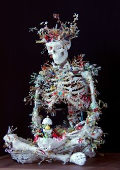 Artist Haruko Maeda, based in Austria, the artist creates delicate oil paintings and sculptures that examine the cycle of life. Inspired by the Baroque architecture that surrounds her in her adoptive. Memento Mori, Sculpture Art, Sculptures, Ghost In The Machine, Skeleton Art, Photo Libre, Arte Horror, Anatomy Art, Skull And Bones