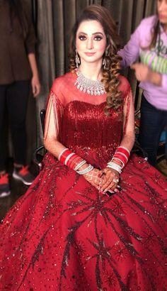 Asian Bridal Dresses, Indian Bridal Outfits, Indian Fashion Dresses, Ethnic Fashion, Indian Tunic Tops, Kurti Designs Party Wear, Bridal Looks, Girls Dresses, Glam Dresses