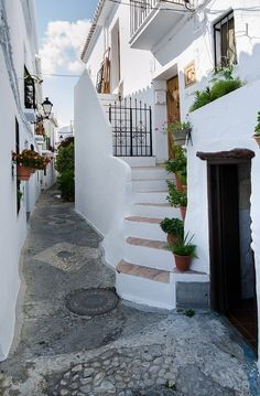 The steep and winding streets of Frigiliana.