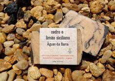 Sabonete artesanal Cedro e Limão Siciliano. Vegano, 55% de óleos orgânicos, cold process.