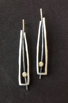 These are new earrings. Metal Clay Jewelry, Funky Jewelry, Wire Jewelry, Jewelry Art, Jewelry Design, Handmade Silver Jewellery, Earrings Handmade, Silver Jewelry, Gemstone Earrings
