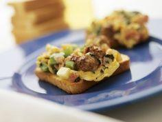 Rührei-Toasts mit Spinat und Bratwurst ist ein Rezept mit frischen Zutaten aus der Kategorie Rührei. Probieren Sie dieses und weitere Rezepte von EAT SMARTER!
