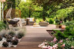 101 Backyard Landscaping Ideas for Your Home (Photos) - Stunning backyard deck with hammock, garden and trees. Landscaping Images, Front Yard Landscaping, Backyard Patio, Landscape Design, Garden Design, Small Patio, Beautiful Gardens, Home And Garden, Outdoor