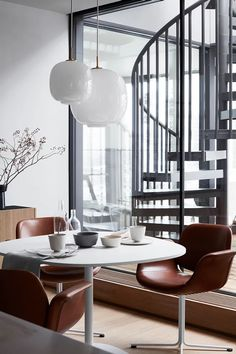 An interior-project located in Stockholm, Sweden curated by stylist Pella Hedeby with focus on Danish brands. Here featuring the Flamingo Chair in leather and Insula Table. The Flamingo chair was designed back in 2003 and is just as modern today as when it was launched more than seventeen years ago. Photographer Ragnar Omarsson #erikjørgensen #erikjorgensen #fredericiafurniture #danishdesign #flamingochair #interiordesign #homedecor #diningroom #craftedtolast #modernoriginals Grey Interior Design, Interior Styling, Beton Design, Ideas Hogar, Luxury Dining Room, Dining Room Inspiration, Cuisines Design, Design Moderne, Luxury Home Decor