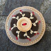 brož s keramickým knoflíkem, moje práce