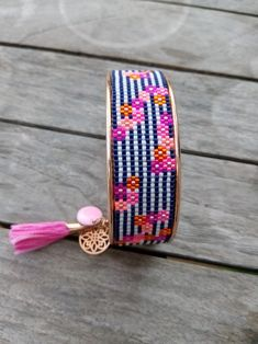 mapuche loom I wanted to show you making a bracelet with natural stone and leather thread with video. Loom Bracelet Patterns, Bead Loom Bracelets, Bead Loom Patterns, Beaded Jewelry Patterns, Fabric Jewelry, Beading Patterns, Beading Ideas, Bead Jewellery, Diy Jewelry