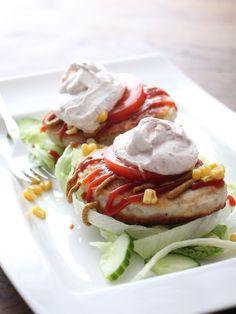 Hei!  Bare en liten tur innom for å gi dere en rask og enkel lunsj; Fiskeburger med hjemmelaget dressing   2 fiskeburgere (med 80% fi