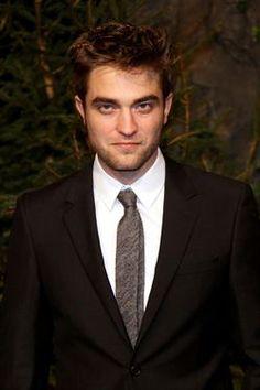 Robert Pattinson quiere hablar con el hombre con el que su novia le fue infiel http://www.europapress.es/chance/gente/noticia-robert-pattinson-quiere-hablar-hombre-novia-le-fue-infiel-20120728161421.html