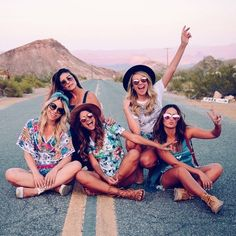 ▷ Ideen für Coachella Mode für das Festival in 2017 – girl photoshoot ideas Best Friend Pictures, Bff Pictures, Friend Photos, Cute Photos, Squad Pictures, Squad Photos, Beach Pictures, Illusion Fotografie, Best Friend Fotos