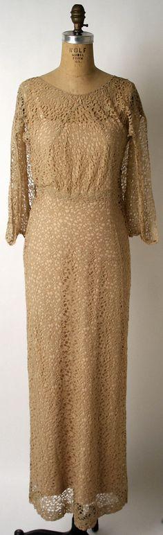 Evening dress Edward Molyneux (French (born England), London Monte Carlo) Date: ca. Monte Carlo, 1930s Fashion, Vintage Fashion, Molyneux, Simple Summer Dresses, Pink Silk Dress, Short Dresses, Dresses For Work, Mode Vintage