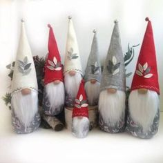 Tinker gnomes: easy instructions and original ideas for last-minute Christmas decorations - Basteln Swedish Christmas, Scandinavian Christmas, Felt Christmas, Christmas Ornaments, Felt Crafts, Holiday Crafts, Fabric Crafts, Christmas Knomes, Etsy Co