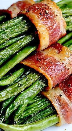 Green Bean Bundles with Brown Sugar Glaze & Wrapped in Bacon _ These are yummy! Don't overcook the bacon when par-cooking, and use half as much salt as the recipe calls for. Side Dish Recipes, Veggie Recipes, Cooking Recipes, Healthy Recipes, Green Vegetable Recipes, Chicken Recipes, Bacon Wrapped Green Beans, Bacon Wrapped Asparagus, Green Beans Bacon