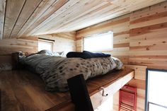 If you are living in your own house or a rental place, you can vary your interior design choice to transform your living quarters into a home. Those with a budget can use affordable interior design products in order to spruce up one room or revamp an. Off Grid Tiny House, Micro House, Apartment Therapy, Bed Design, House Design, Building A Cabin, Cabin Homes, Cabins In The Woods, Tiny Living