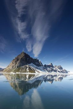 ✮ Clouds and jagged mountains are reflected in Hornsund Fjord - Spitsbergen Island