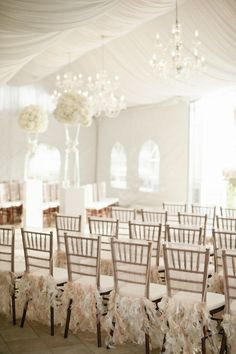 Make your special day an affair to remember with these white #wedding ideas! To see more: www.modwedding.com