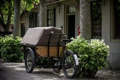 """jeanricard: """"peterlof: """"bakfiets / cargo bike on Flickr. """" I am not a """"Prepper"""" but if the SHTF there will be no gas or utilities and this would be very handy, and an off road bicycle a necessity. """""""