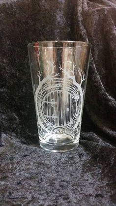 Hobbit-Tür-Herr der Ringe Hobbit inspiriert geätzten Pint Glas LOTR Pint Glas Herr der Ringe Glaswaren Shire Mittelerde Tolkien