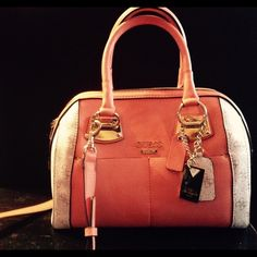 Guess purse excellent condition Guess purse excellent condition Bags