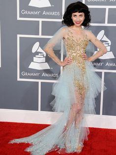 Not feeling Kimbra's #Grammys frock:  http://www.ivillage.com/grammy-dresses-2013-red-carpet-fashion/1-b-521299#521414