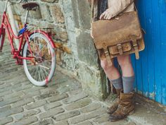 14 inch Overlander leather satchel. Scaramanga vintage and retro leather satchels, bags and interiors.