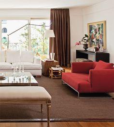 Na sala clássica, elementos sofisticados compõem a cena - Casa