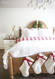 Christmas Decorating Ideas, Holiday Bedding, Christmas Bedding, Bedroom Christmas Ideas. Farmhouse Christmas, Traditional Christmas Decorating,