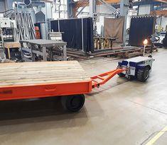 M11 Zallys, ručne vedený ťahač určený pre sťahovanie ťažkých bremien vo výrobných závodoch a v logistických centrách. Magnetická brzda elektromotora proti náhodnému pošmyknutiu, prevod ozubenými kolesami. Rôzne druhy ťažného zariadenia. Rýchlosť – 5 km/h; Ťažná kapacita až 15 000 kg; Nosnosť vozíka 500kg; Sklon 15°. Vyrobené v Taliansku. Table, Furniture, Home Decor, Decoration Home, Room Decor, Tables, Home Furnishings, Home Interior Design, Desk