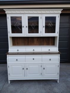Buffet & Hutch. Country style. Old white chalk paint and oxidised wood.