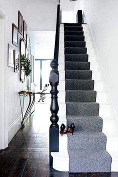 hallway A grey stair runner adds a sophisticated touch to this minimal white hallway. Photograph by Paul MasseyA grey stair runner adds a sophisticated touch to this minimal white hallway. Photograph by Paul Massey Black Banister, Black Stairs, Black Painted Stairs, Painted Floors, Modern Hallway Furniture, Contemporary Hallway, Victorian Hallway, Edwardian Staircase, Victorian House
