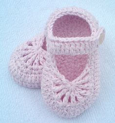 Crochet Pattern pdf file YARA simple baby by LubaDaviesAtelier,FREE--YARA simple baby shoes - via !*Leslie likes these.Crochet baby shoes pattern Easy-to-make lovely shoes for baby girl.Easy-to-make lovely shoes for baby girl. They will perfect fit o Booties Crochet, Crochet For Boys, Newborn Crochet, Crochet Baby Booties, Boy Crochet, Knitted Baby, Crochet Dolls, Free Crochet, Baby Shoes Pattern