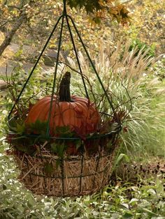 Fall Hanging Baskets, Front Porch Plants, Harvest Decorations, Halloween Decorations, Halloween Ghosts, Diy Halloween, Hanging Plants Outdoor, Fall Containers, Fall Arrangements