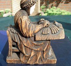 Dentellière sculptée en bois Encajera en madera tallada