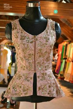 Peplum Jacket, will be nice to wear when you need to hide ur big belly Sari Blouse Designs, Fancy Blouse Designs, Blouse Styles, Stylish Blouse Design, Indian Fashion Dresses, Indian Designer Wear, Peplum Jacket, Peplum Blouse, Long Blouse