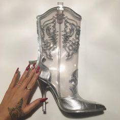 .。o♡o。.。o♡o。.。o♡o。. Shoes Sneakers, Shoes Heels, Pumps, High Heels, Dolly Fashion, Women's Fashion, Fashion Trends, Urban Cowboy, Gucci