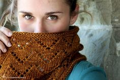 luvinthemommyhood: The Downton Cowl Pattern - New Pattern Release!