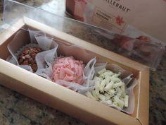 Brigadeiro Gourmet para festas e eventos. <br> <br>Trabalhamos com produtos de primeira qualidade das marcas Garoto e Callebaut. <br>Fazemos embalagens personalizadas, com laços artesanais. <br>Sabores: tradicional, branco, café, paçoca,caipirinha, ovomaltine, nutella, leite ninho, entre outros. <br> <br>OBS: O anúncio se refere a 1 unidade de brigadeiro gourmet embalado em forminha e tapetinho a escolha do cliente. <br>Os brigadeiros são enviados acondicionados em embalagem especiais (para…