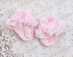 Look for the cutest little newborn baby socks, beanies and leggings, finish each of your baby's style with a superior quality add-on. Newborn Girl Outfits, Little Girl Outfits, Unique Baby Girl Clothes, Baby Lulu, Baby Girl Boutique, Baby Gown, Home Outfit, Baby Socks, Baby Girl Fashion