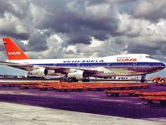 By manuf_diaz on Instagram: Vintage Viasa Boeing 747-200 Helicopter Plane, Wonderful Machine, Jumbo Jet, Boeing 747 200, Airbus A380, Vintage Air, Air Travel, Gliders, Helicopters