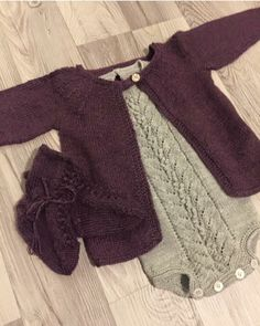 Klompelompe og knittingforolive good colors too Knitting For Kids, Baby Knitting, Knitted Baby Cardigan, Crochet Fashion, Baby Patterns, Couture, Baby Dress, Crochet Projects, Knit Crochet