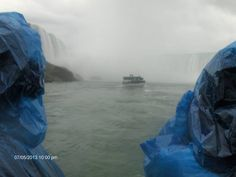Spectacular view of the Horse Shoe Falls from the Maid of the Mist at 10 in the morning.