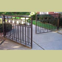 PAIR OF CUSTOM MADE ARTS & CRAFTS IRON DRIVEWAY GATES : Architectural Artifacts - Toledo, OH