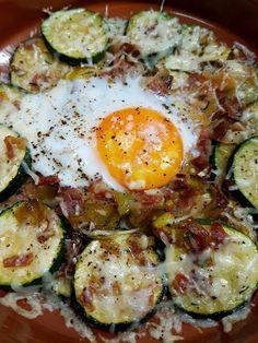 CALABACIN GRATINADO CON JAMÓN Y HUEVO   Comparterecetas.com Avocado Egg, Kids Meals, Clean Eating, Food And Drink, Yummy Food, Lunch, Cooking, Breakfast, Healthy