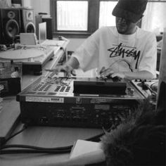 J Dilla on his MPC 3000LE